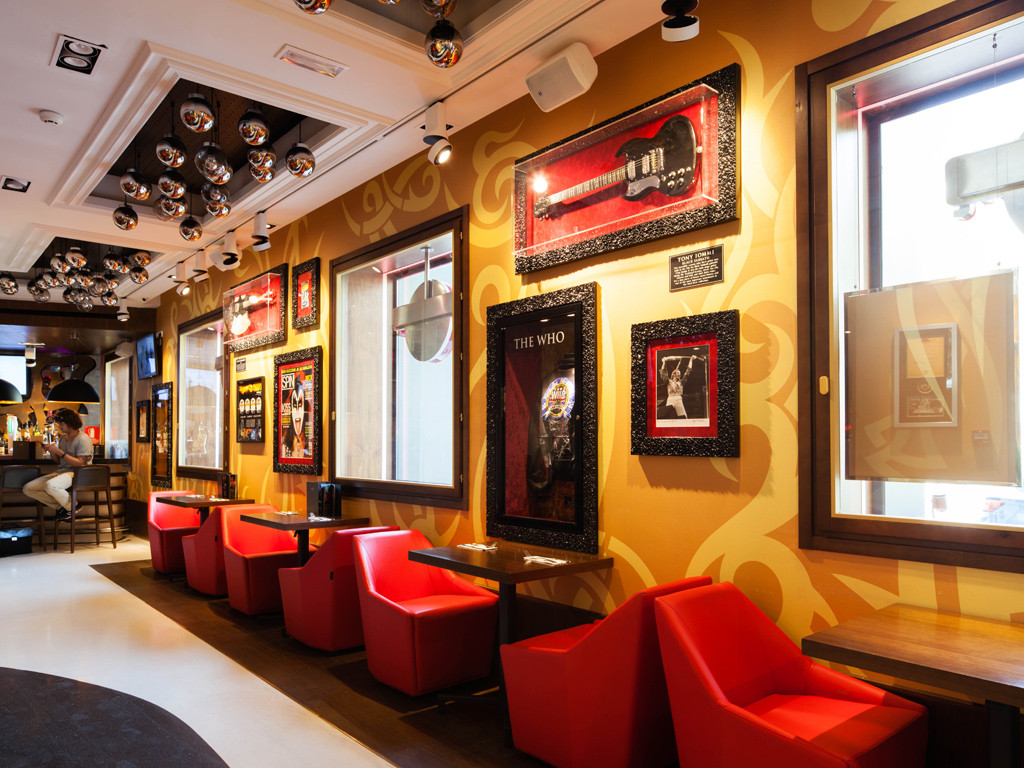 hard rock cafe essay The success of hard rock café was to a certain extent determined by the operations management decisions let us analyze each of 10 operations management decisions of the hard rock networks of cafes.