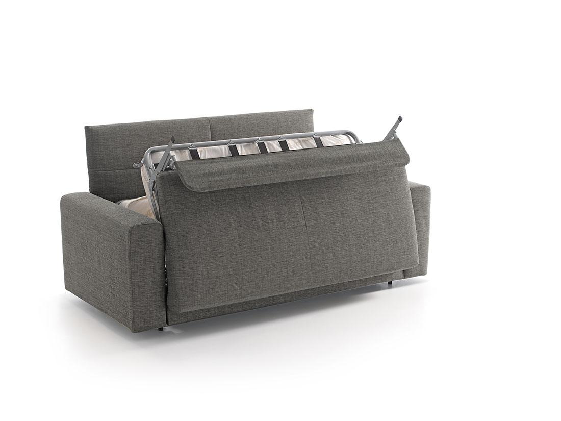 Sofá cama MUKA transformándose