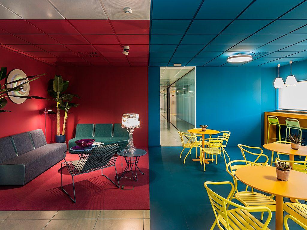 Oficinas Isspace con mobiliario de Beltá & Frajumar