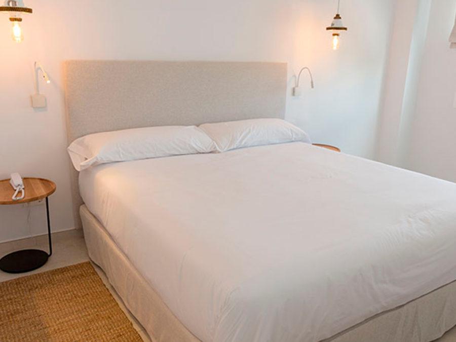 Hotel Las Mimosas. Proyecto Beltá & Frajumar como fabricante de muebles para hoteles