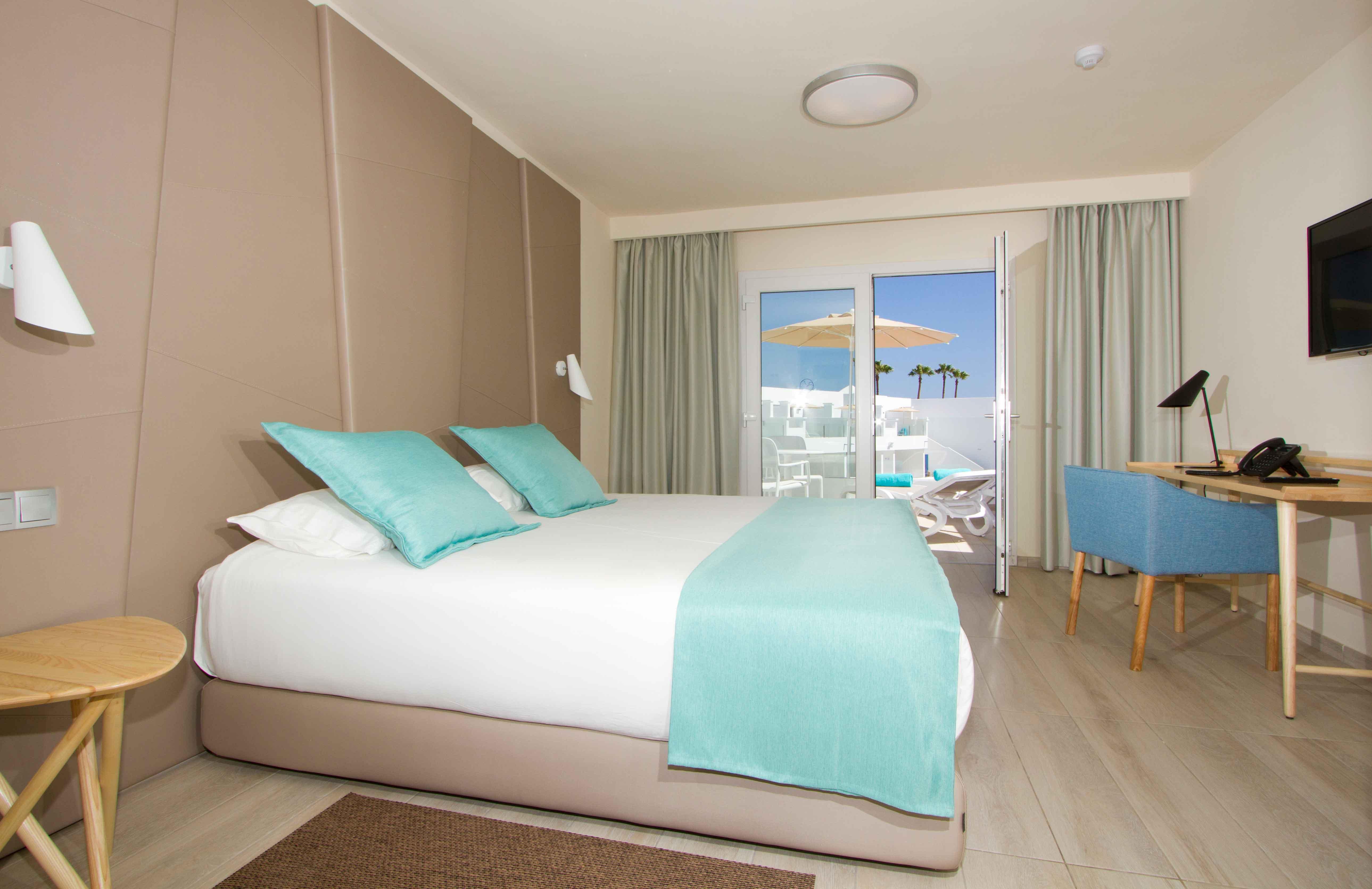 Mobiliario contract para dormitorio de hotel Aqua Suites en Lanzarote