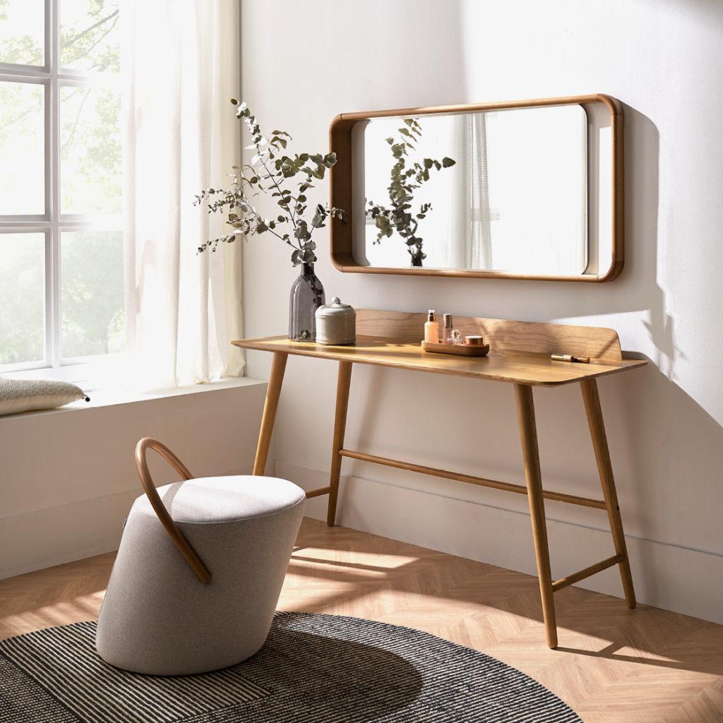 escritorio de madera BESK marca Belta Frajumar