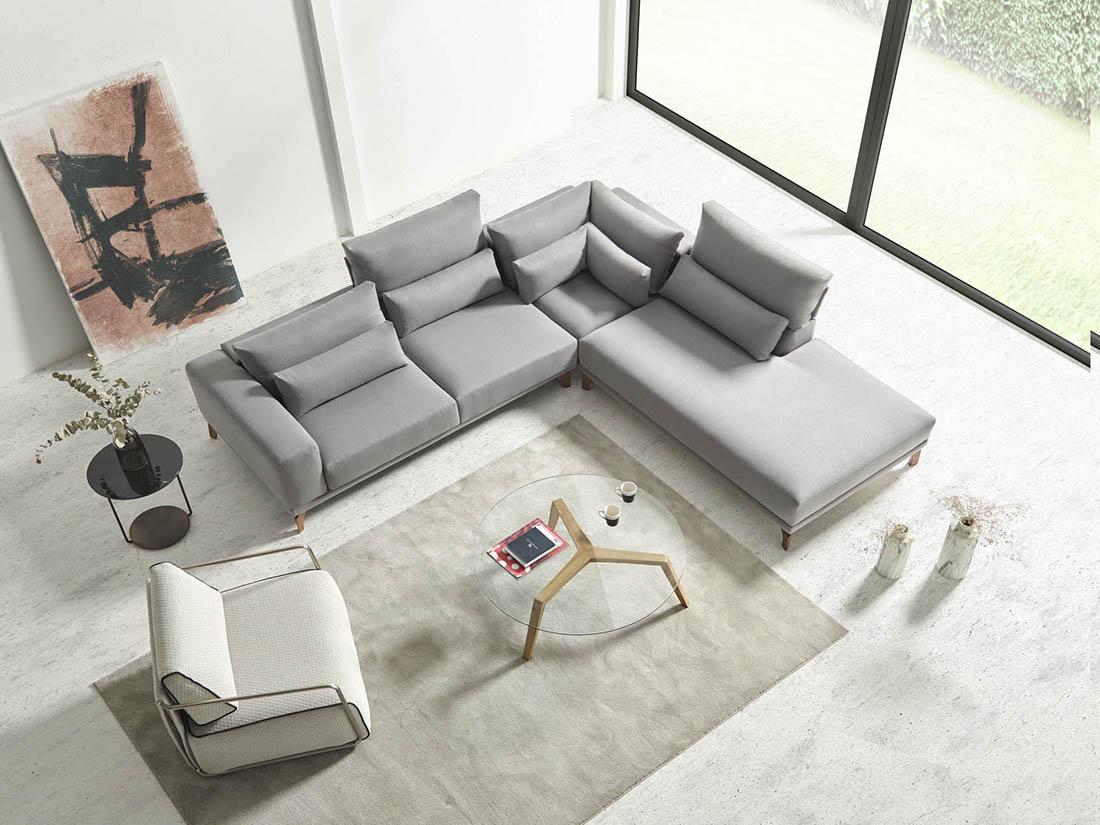 Diseño mobiliario expuesto con sofa