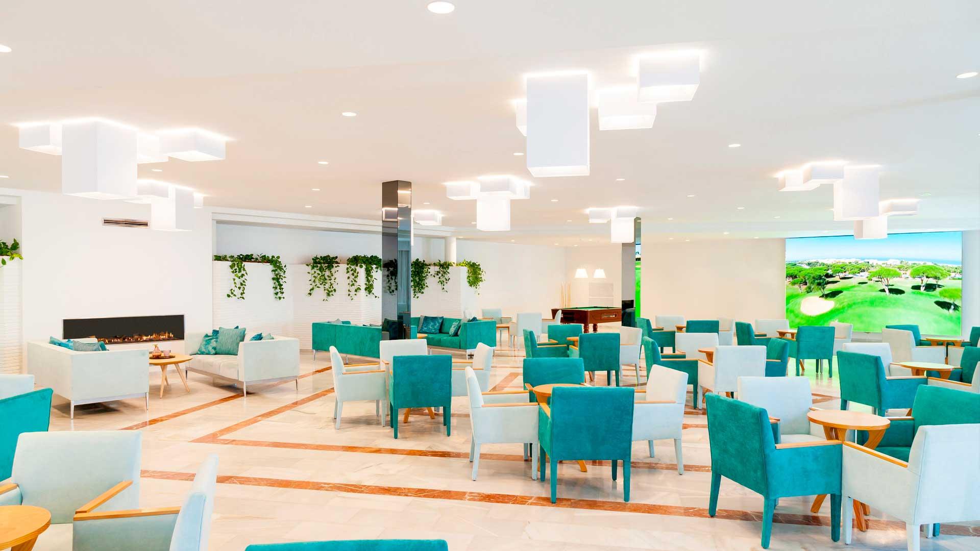 Mobiliario aportado al Hotel Iberostar Royal Alandalus