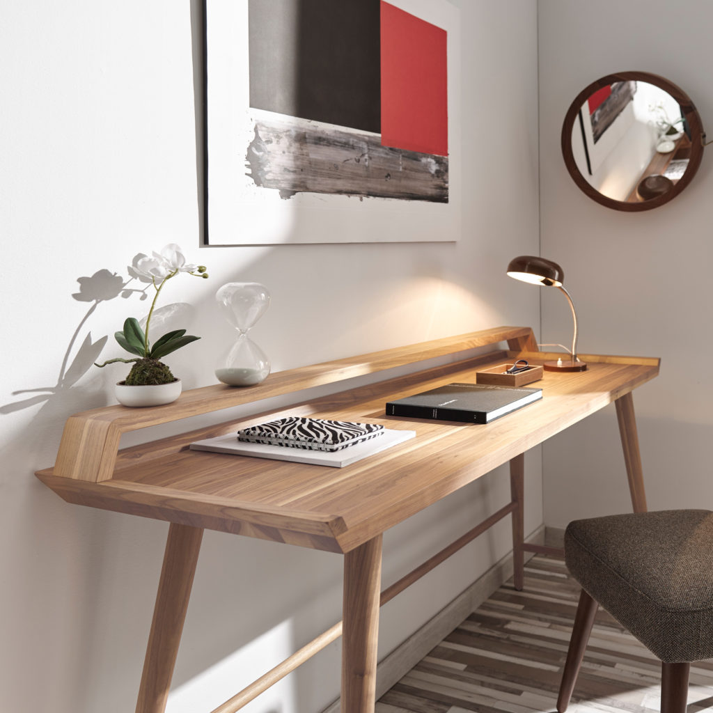 POET-desk-oak-ambient