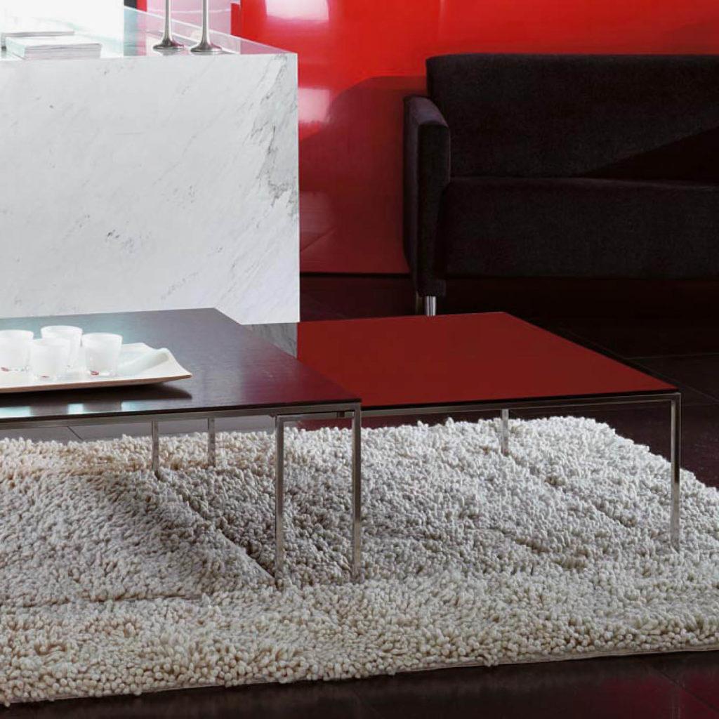 GIB mesa de marmol negro y estructura metálica