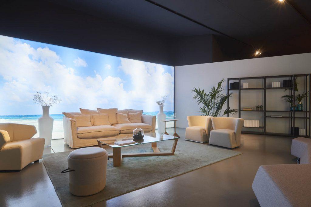 showroom sofa y puf diseño elegante arena tropical belta frajumar