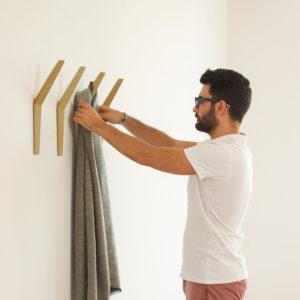 HANG-wall-coat-rack-oak-03