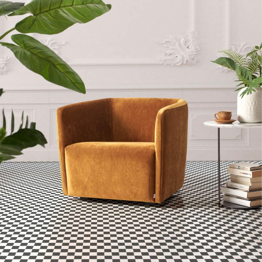 ECKO butaca de hogar en terciopelo dorado en ambiente clásico