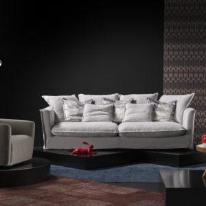Sofá grande para hogar con cojines